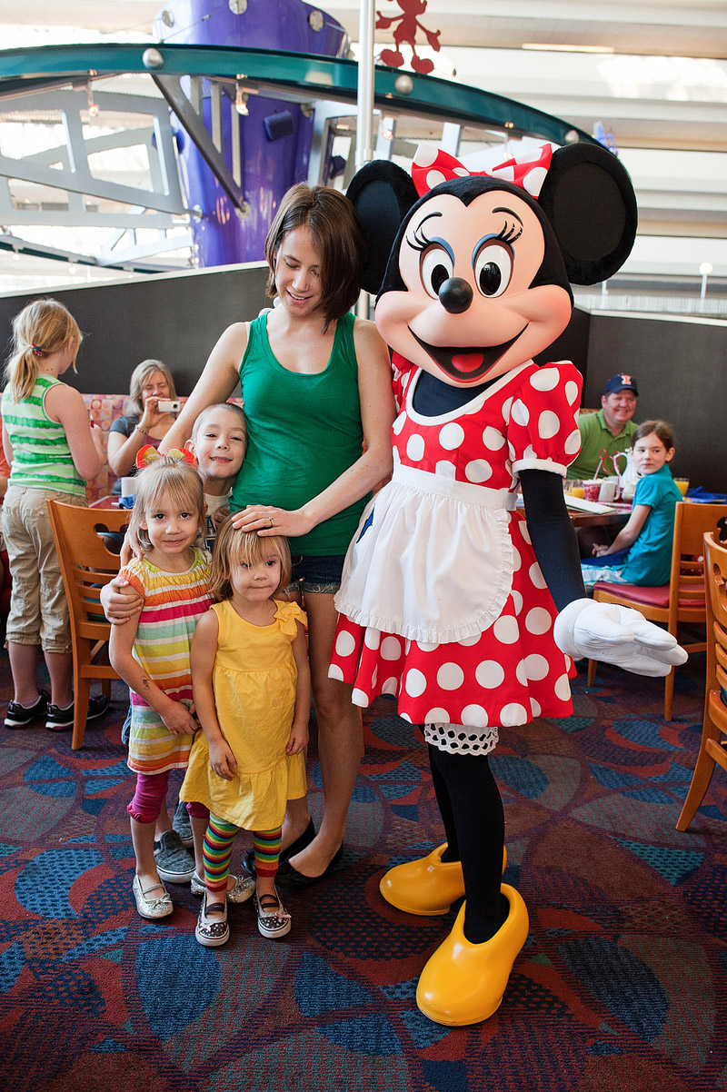 Family posing with Minnie Mouse at Chef Mickey's in Orlando, Florida.