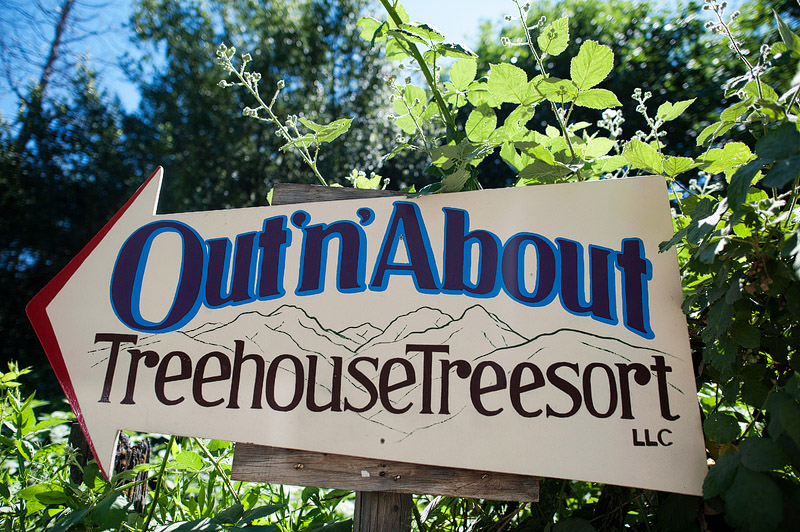 Sign for Out N About treehouse treesort.