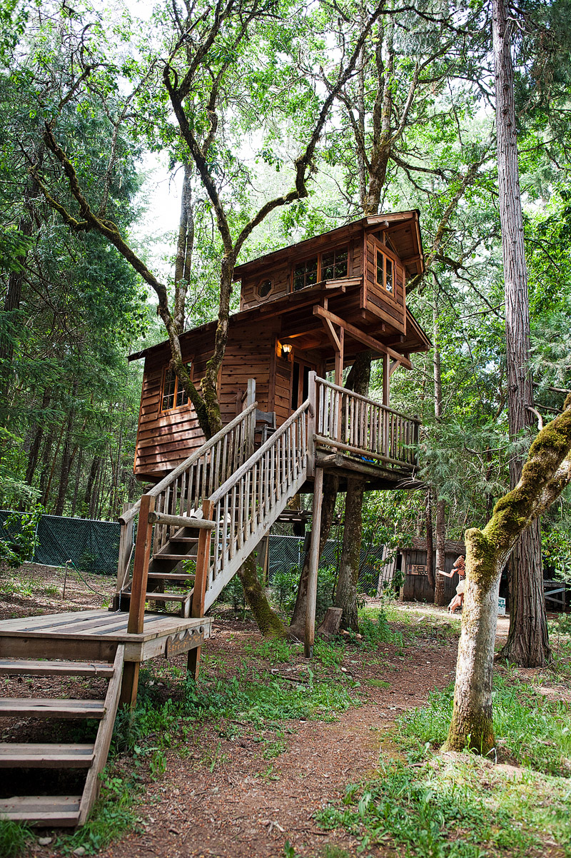 Awesome treehouse in Oregon.