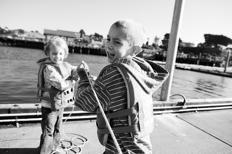 Kids pulliing up the crab net.