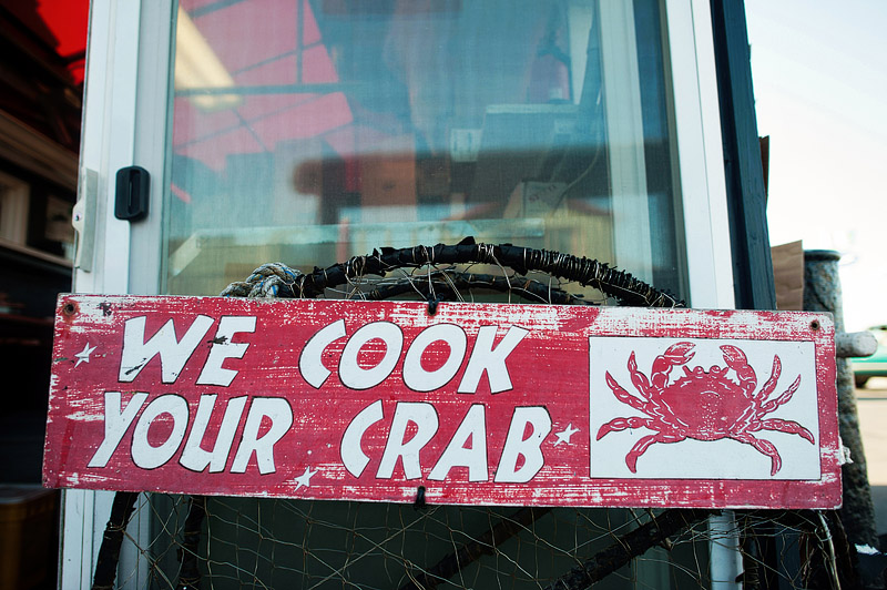 We cook your crab Tony's crab shack sign.