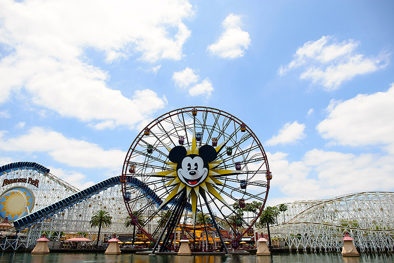 kids riding mickey's fun wheel at california adventure